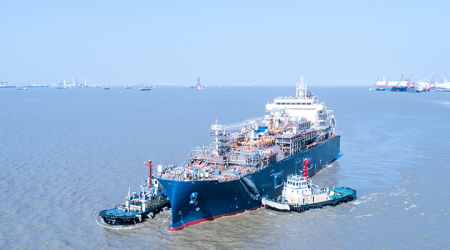 В Китае спущено на воду крупнейшее в мире бункеровочное судно СПГ